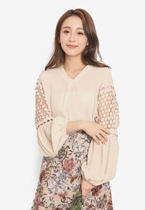 yoco-lace-panel-puff-long-sleeve-top-D19Rf2bxQ2DVsGZj9mJtnU2f34SwobmfcrGm-300