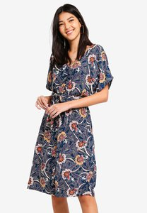 zalora-button-detail-fit-and-flare-dress-YSP8Wh3Kodv6bsQ6yvD1PhAx2tPK236JFuED-300
