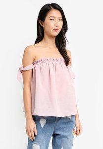 zalora-off-shoulder-top-with-straps-a2xp5zpHcXKXN6XTboinT3fQ2etscHtXose5-300