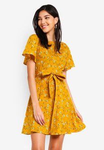 zalora-flutter-sleeves-self-tie-dress-4SjT82hHYr3YZaP133JFSNWD3PGksWqsfA5y-300