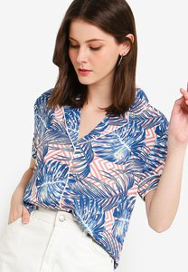zalora-collared-shirt-with-piping-detail-SFztUZwDFf2hpobRQAvFRsUR2WBybLxBnitP-300