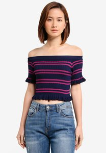 zalora-off-shoulder-cropped-rib-top-SpqKkio3ouaZonq3RftHS2JM2wHPsRKuT9PG-300
