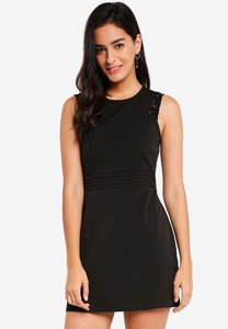 zalora-fit-and-flare-dress-xxwvwYGUcTQbYwk6fDEcE4zQ21vi99gYR465-300