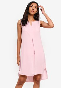 zalora-basics-basic-notch-neck-straight-shift-dress-1Lx5Y4Uh4cxav2jSw8riHdH23m5p4yzgUkcp-300