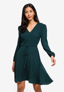 zalora-basics-basic-v-neck-long-sleeves-dress-ER7WaYGHDJ4ASya5B6D78MtK23yno2qSpcGW-300