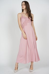 mds-tristie-maxi-dress-in-pink-arriving-soon-UmHfcPsKJGFvKjf4hAyG3kj7U8jzbewg-300