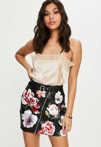 missguided-black-floral-faux-leather-mini-wrap-detail-skirt-XDFYYrLjNVpSPXHogLgskTskzkS-300