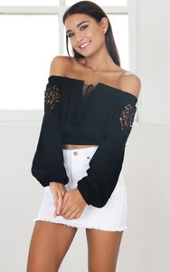 showpo-nearly-there-crop-top-in-black-2Ds6GjRrhRL2Bs5bSaRf6fTi55HQmU-300