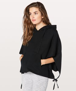 lululemon-all-in-a-day-hooded-poncho-xZPqjMSyWJyZWaoAEs4M8hX6MhaaPe8K9M-300