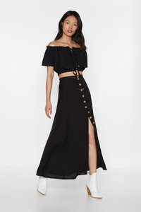 nasty-gal-outfit-complete-off-the-shoulder-and-midi-skirt-set-Y438dtXtqz7kFzen8SfPcYrFije-300