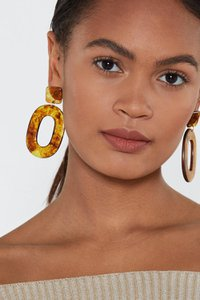 nasty-gal-to-shell-with-that-tortoiseshell-earrings-MVYLPuspgcmXCCLgAqjiLmZaftZ-300