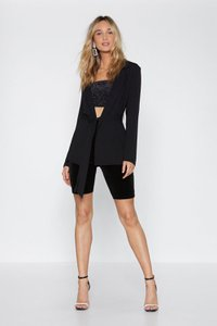 nasty-gal-getting-tied-of-you-belted-blazer-Ao7URUggTxjGMbAhJaqxNjnPxsK-300