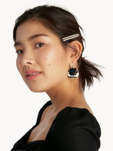 pomelo-fashion-circular-plate-flower-drop-earrings-black-tG5vjqWgmVrKtjDBzvR3vqZb1r6xD5-300