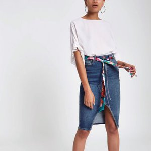 river-island-mid-blue-denim-belted-pencil-skirt-JAqPPBUurCYjK9HR54uqa3Ms8Yjip-300