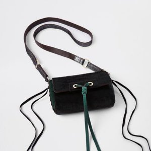 river-island-green-leather-knot-front-cross-body-bag-wLoTPLc3rEM5NVeiM4sQ9rP77RJTG-300