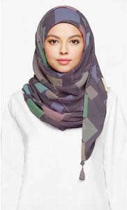 bokitta-chic-maxi-printed-scarf-in-bb-young-vGkGXS2UfF5ejJphUxRJdoMHe7g1op-300
