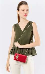the-chic-initiative-satin-brooch-clutch-in-red-1Gyd5F2TkF8vUXkJL3RfwQNt4sWsER-300