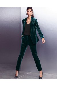 next-velvet-relaxed-edge-to-edge-jacket-2yYDWTAUH2fd4toT8Vgj6-300